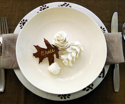 pinecone-place-setting